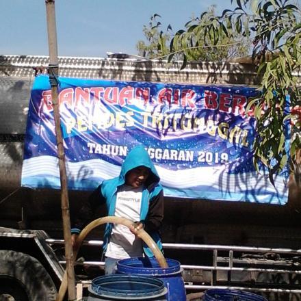 Bantuan Air Bersih untuk Warga Tritunggal